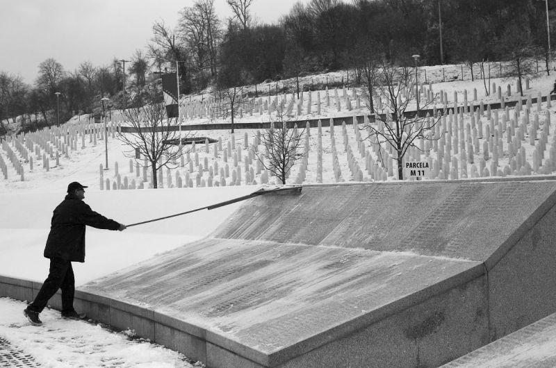 Elmedin Zunic, The Sweeper (19.01.2016, Potočari, Srebrenica), 2016