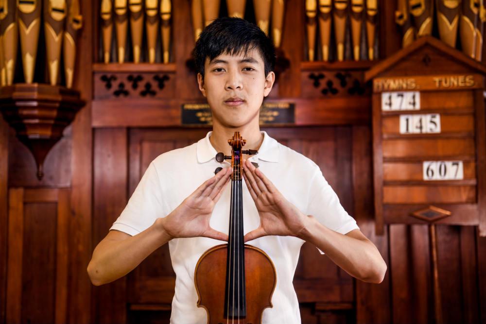 Violinist Willard Zhong. Image by Giulia McGauran.