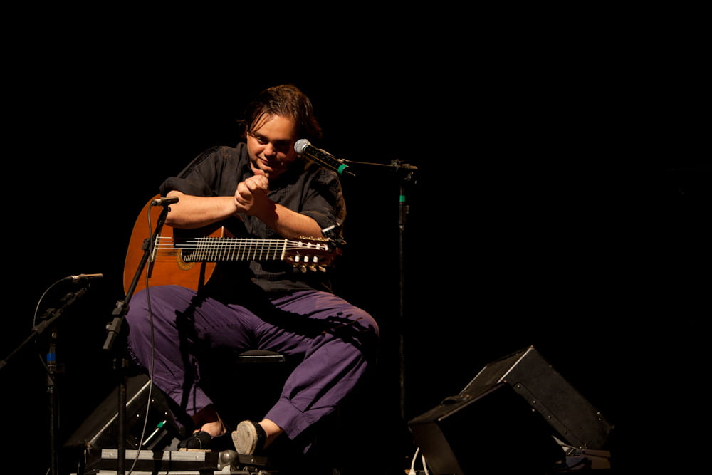 Image of Yamandú Costa playing Guitar