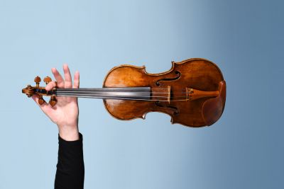 Hand holding violin. Photo by Giulia McGauran.