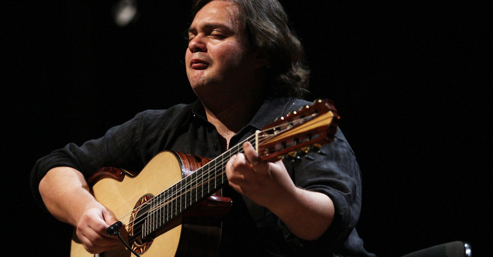 Saudação Musical Especial: Yamandu Costa no Fronteiras do Pensamento Porto Alegre 2012.